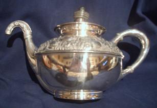 Teapot%20silver%204_edited.jpg