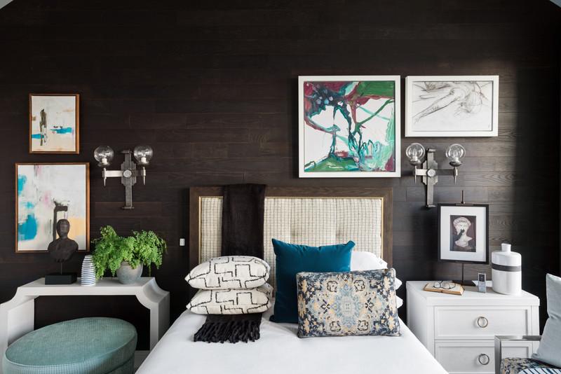 sh2019_master-bedroom-03-bed-wall-kb2a99