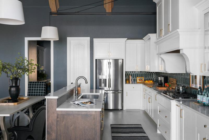 sh2019_kitchen-04-island-fridge-table-kb