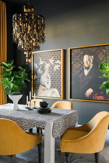 sh2019_dining-room-06-table-art-chandeli