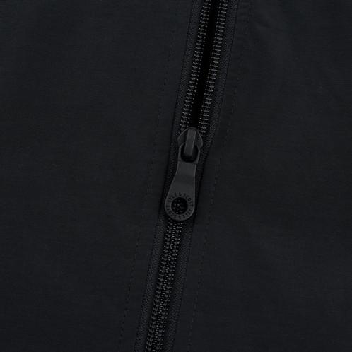3f05ab7d Легкая, универсальная ветровка с капюшоном, выполненная из смеси хлопка и  нейлона. Благодаря фиксации подола и капюшона регулируемыми резинками,  куртка ...