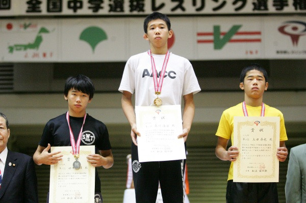 (写真右)男子47kg級 上田