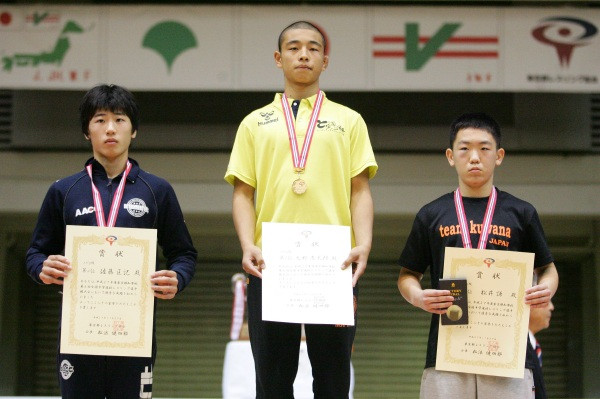 (写真中央)男子53kg級 大野