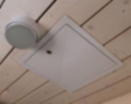 Люк доступа в потолке. Инженерное пространство
