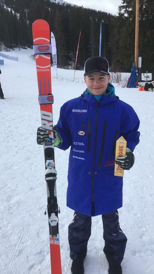 """Här är Manne, en kund till oss som vi har preppat skidorna för. Manne bor i Norrköping och tävlar för NSK, idag tog han USM silver i GS.  """"Tack för grymt bra service samt gratulationerna """" Bra jobbat och grattis Manne👍"""