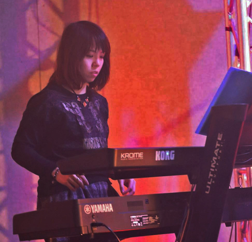 Pion Leung performing live.