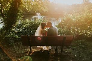ベンチにキス
