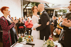Kuss Brautpaar Standesamt