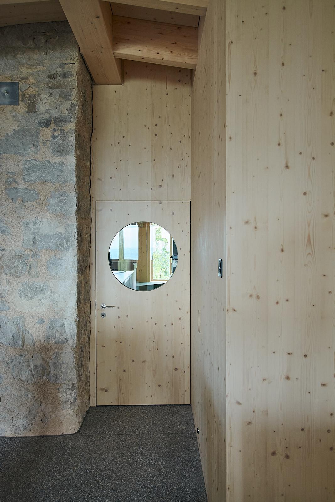 Sanierung Bergrestaurant Lägern Hochwacht: Schnittstelle Alt- / Neubau