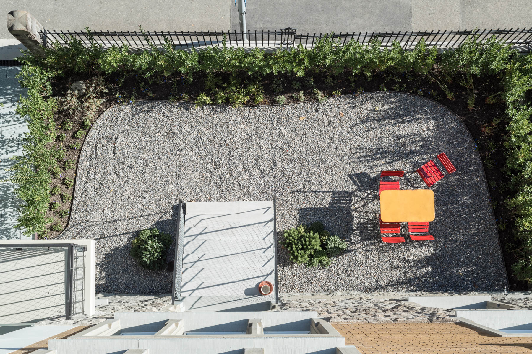 Umbau Wohnhaus Zürich: Vorgarten (Bild Simon Fässler)