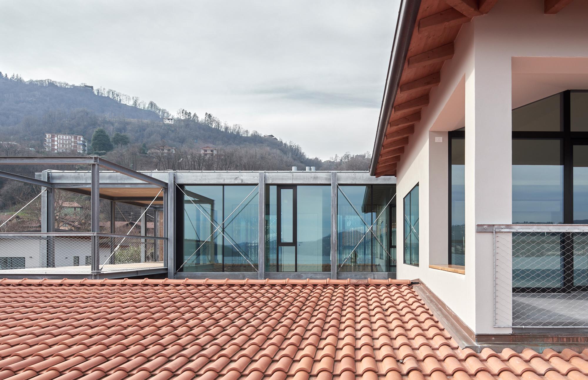 Umbau Villa am See Pella: Ostfassade