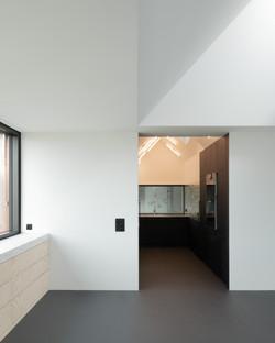 Umbau Wohnhaus Zürich: Essbereich mit Küche Dachwohnung (Bild Mikael Blomfelt)