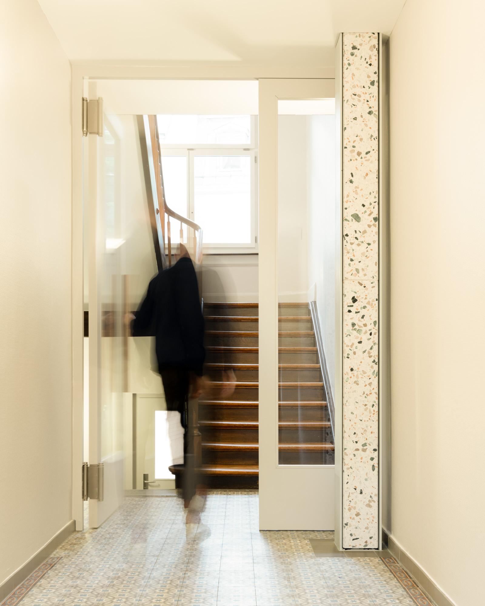 Umbau Wohnhaus Zürich: Eingangshalle (Bild Mikael Blomfelt)