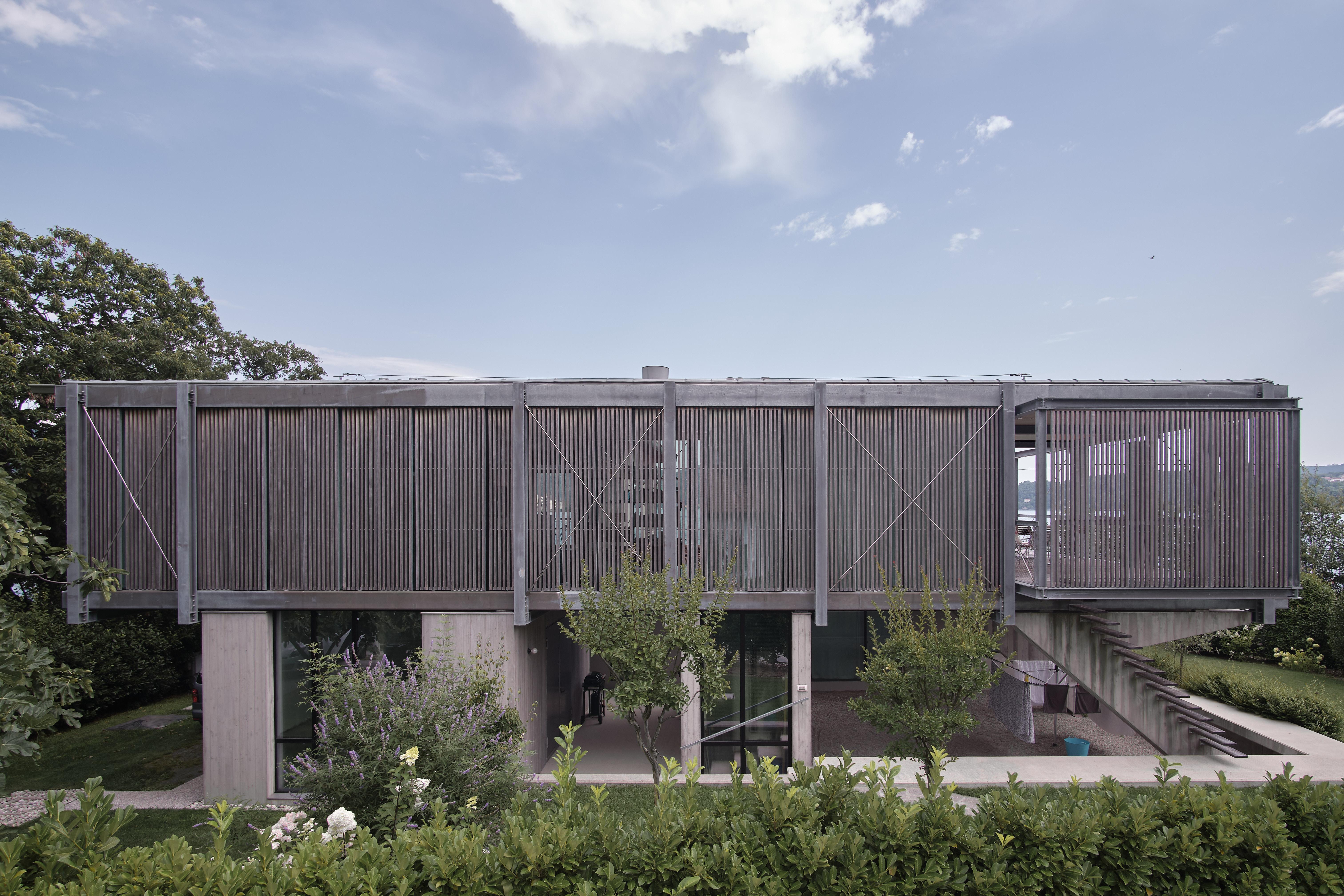 Umbau Villa am See Pella: Westfassade