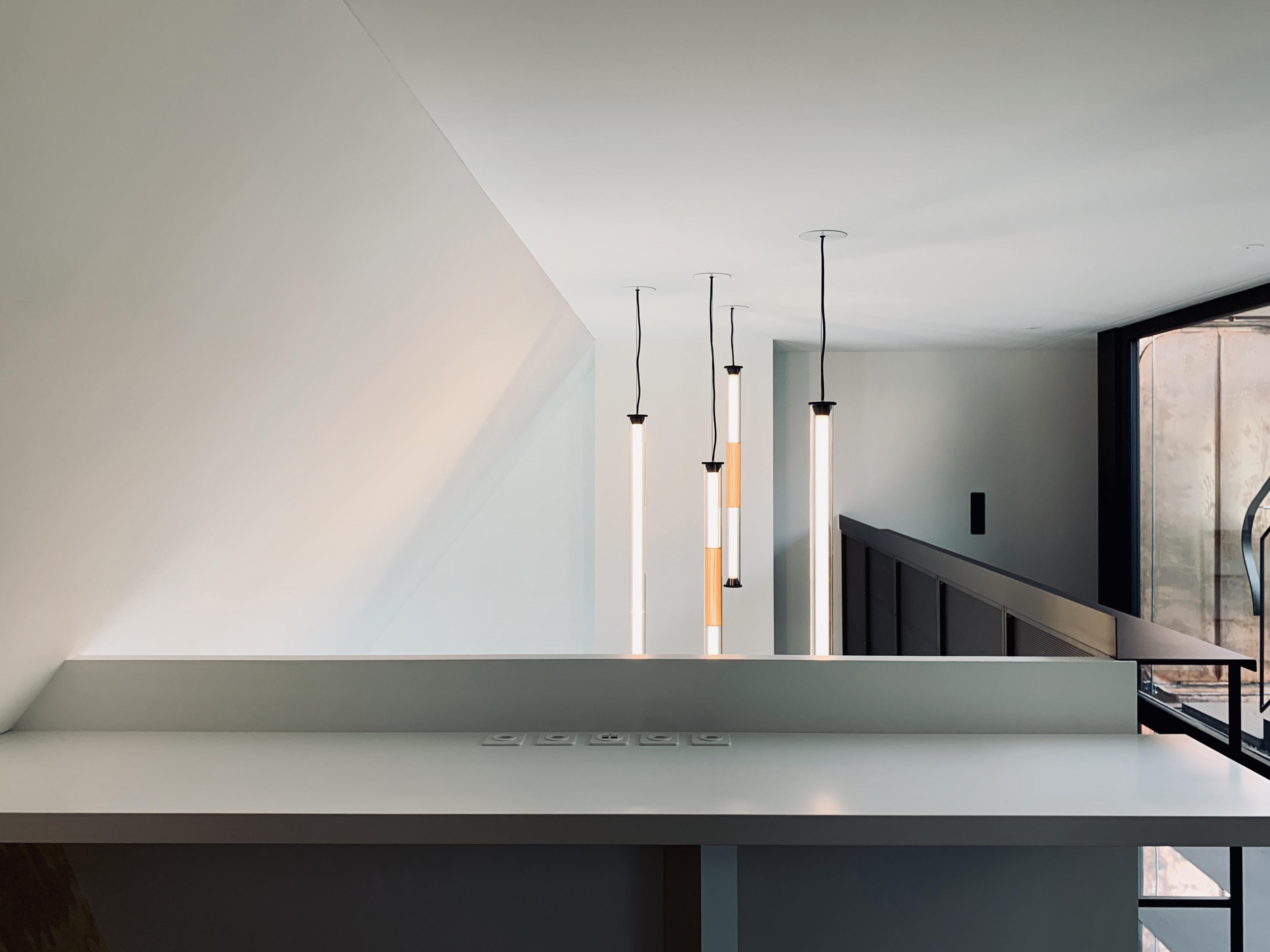Umbau Wohnhaus Zürich: Arbeitssims am Luftraum Dachwohnung