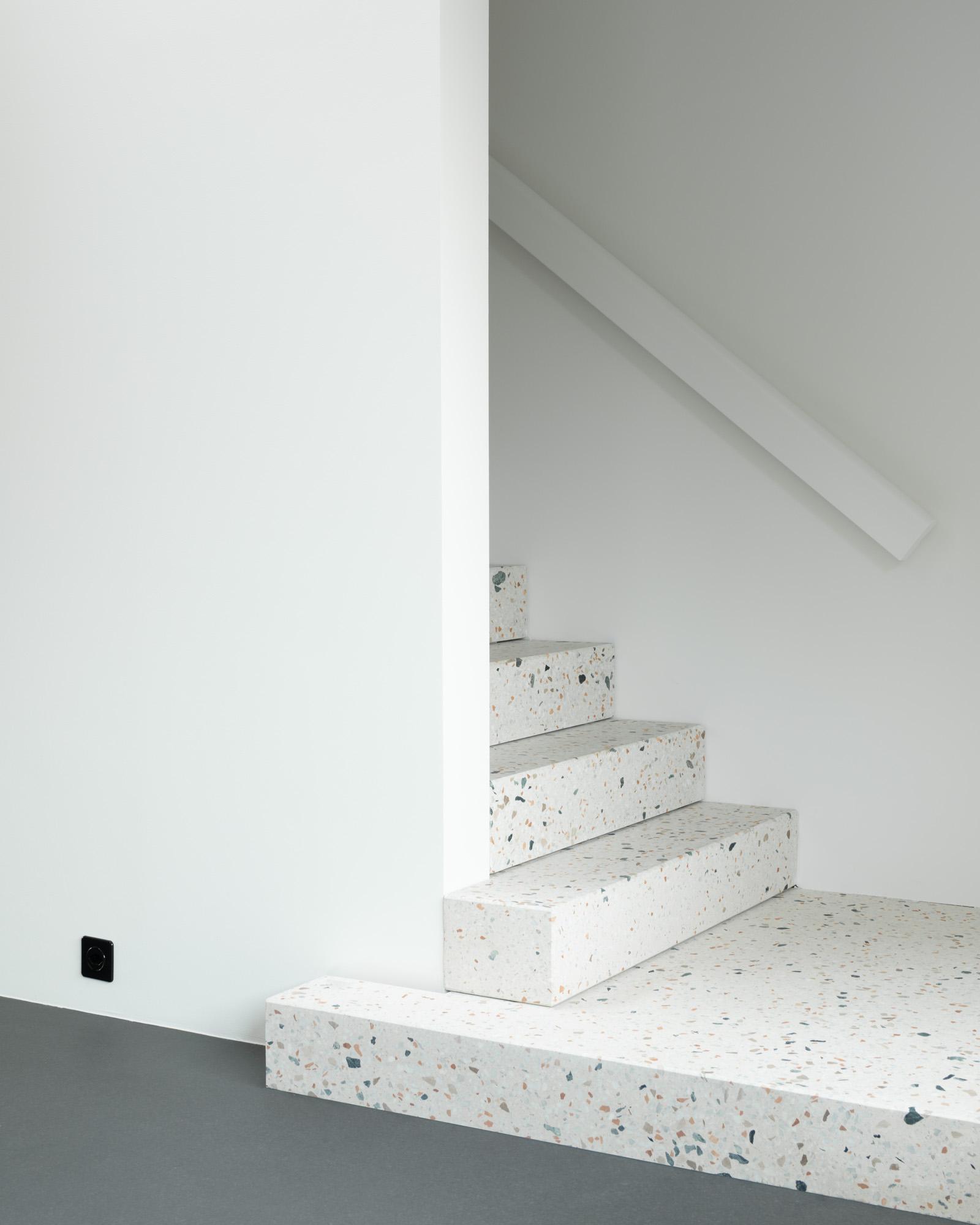 Umbau Wohnhaus Zürich: Treppe Dachwohnung (Bild Mikael Blomfelt)