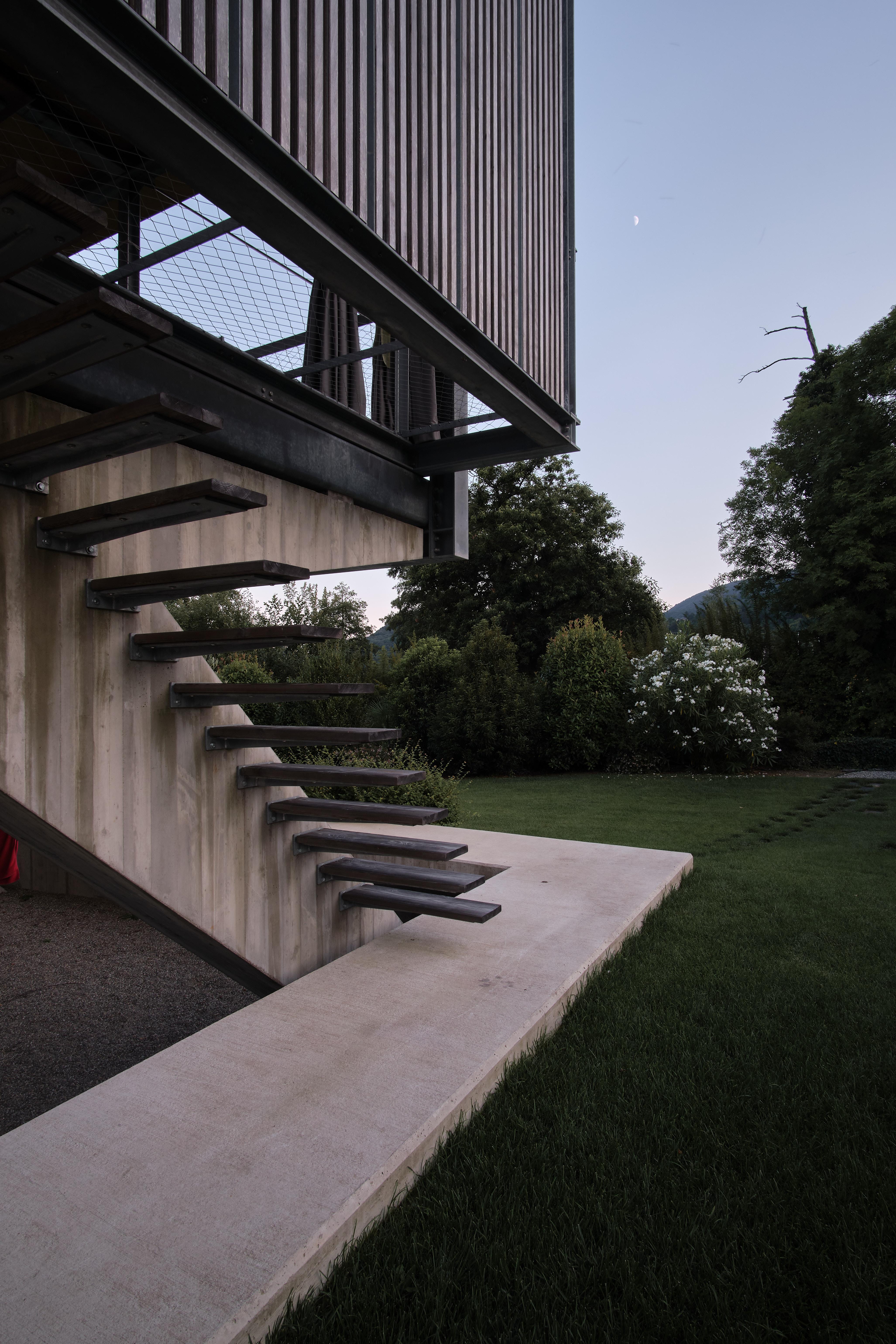 Umbau Villa am See Pella: Aufgang Anbau