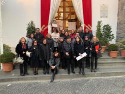 29 Febbraio 2020 - Ischia Gospel Choir & Roma Gospel Choir foto di gruppo davanti alla Collegiata de