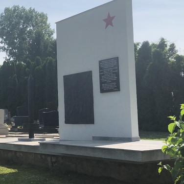 Бели-Манастир - мемориал на кладбище.