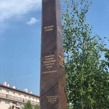 Бели-Манастир - мемориал на центральной площади города.