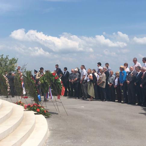 Церемония волзложения венков в Батине