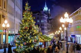Нарядные рождественские елочки будут манить сделать рядом с собой красивые фотографии