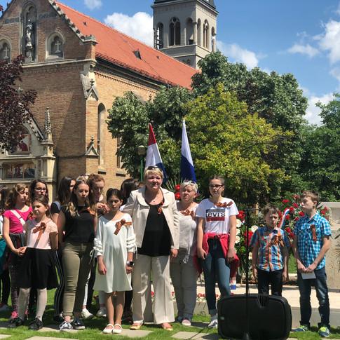 Татьяна Миколай со своими учениками