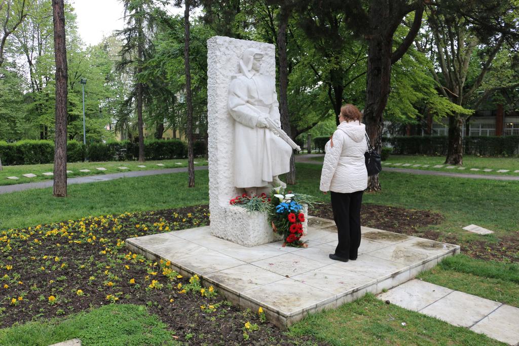 xi-rks-evro-memorial-osvoboditelyam-belgrada-34