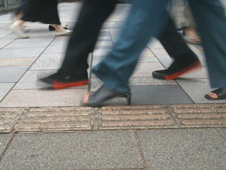 早く歩く人は長寿。