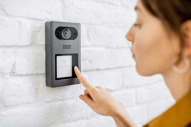 37kb-woman-rings-the-house-intercom-GBXS
