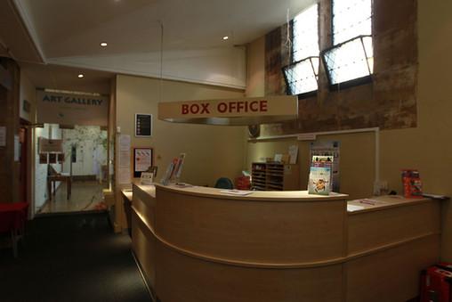 Foyer-09.jpg