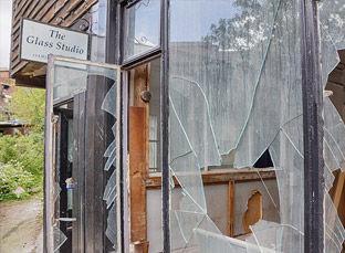 John-Jarvis-Glass-Studio-Gallery.jpg