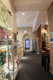 Foyer-07.jpg