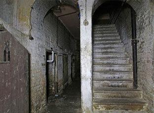 Kentish-Mansions-Stairs-Gallery.jpg