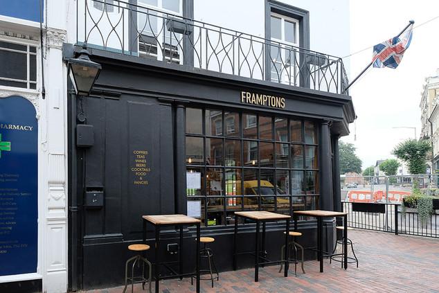 Framptons-Bar-03.jpg