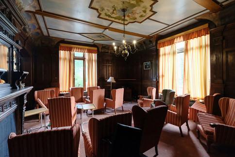 MEH Lounge02.jpg