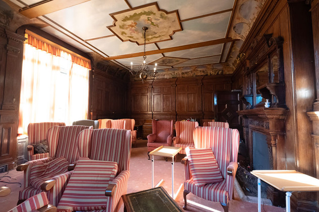 MEH Lounge01.jpg