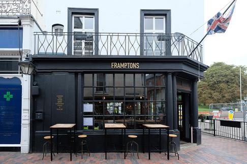 Framptons-Bar-02.jpg