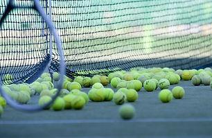tennis-2100437_1920.jpg