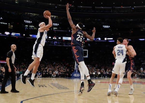 Mitchell_Robinson_Block_Triple_Around_the_Game_NBA