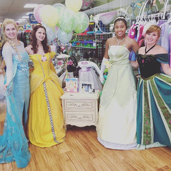 We had a great time meeting you all at Once Upon A Child in Glen Burnie today! ✨🐸🌹❄️ #PartTimePrin