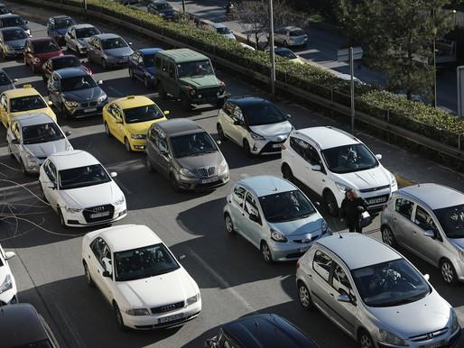 Χιλιάδες αυτοκίνητα στους δρόμους μας