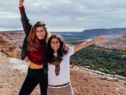 """Άννα και Ουρανία. Σας παρουσιάζουμε τις """"Koroues Abroad"""" LocaleCast E01 (vid)"""