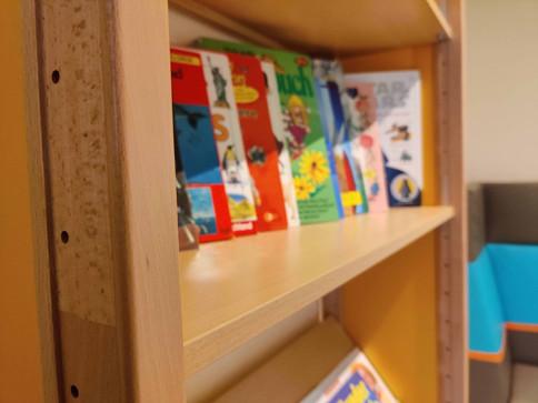Bücherregal-small.jpg