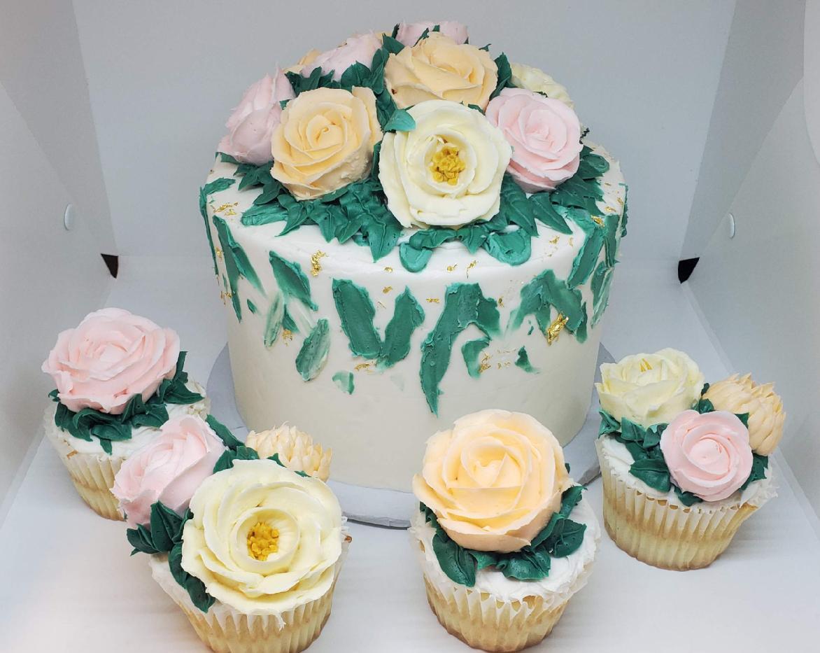 Custom Cake with Cupcakes