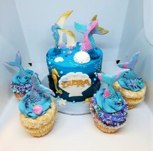 Custom Birthday Cake w/ Cupcakes