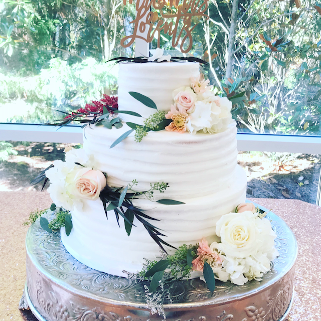 #buttercreamicedweddingcake