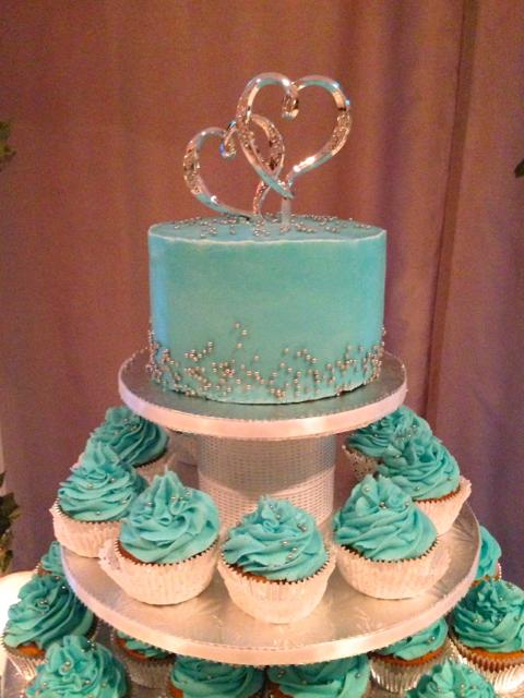 Wedding Cake w Cupcake Tower.png