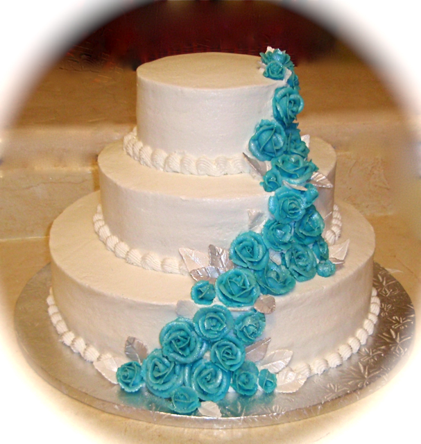 Wedding Cake Pool Blue Roses.png