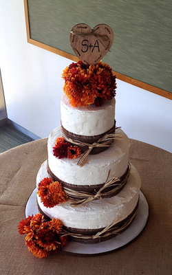 Wedding Cake Autumn Burlap.png